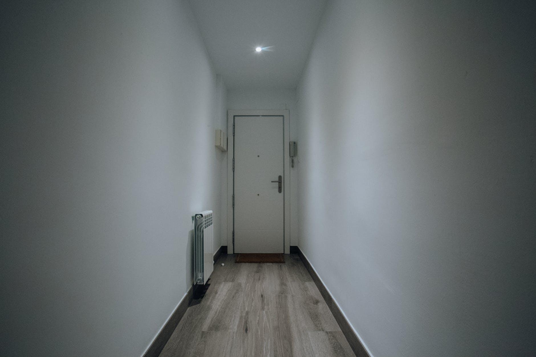 chodba, dver