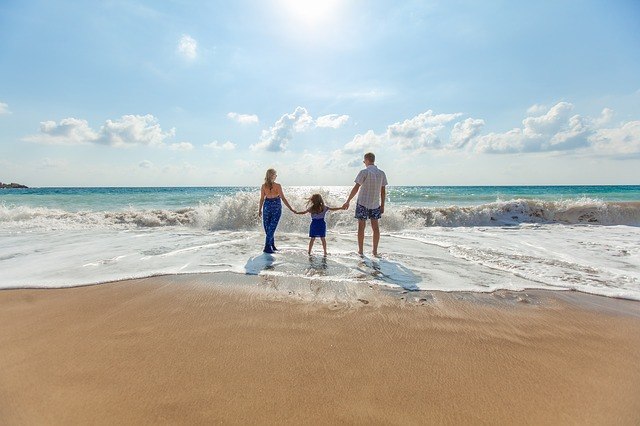 rodina na pláží.jpg