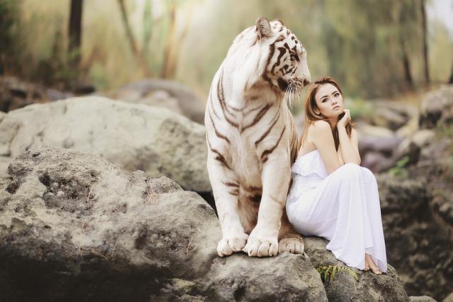 Žena s tigrom.jpg
