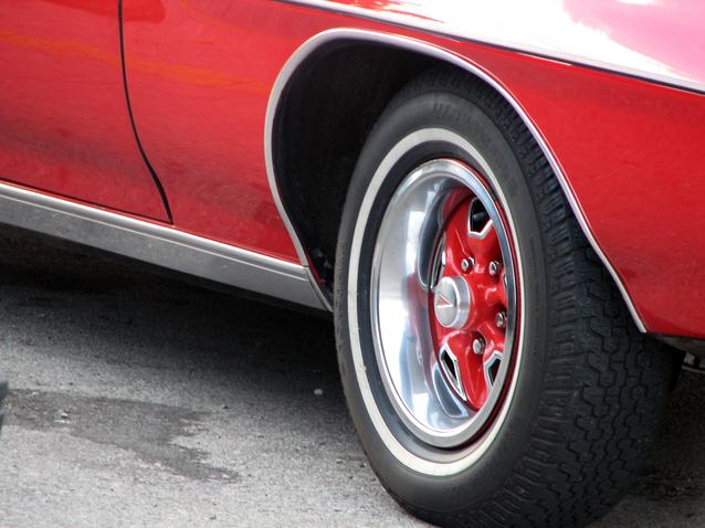 červené auto.jpg